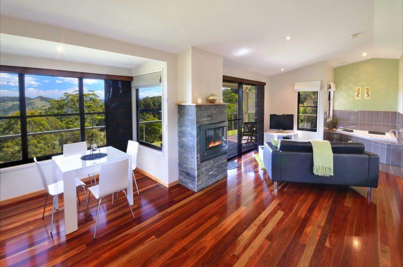 Cockatiel cottage - polished timber floors - expansive views