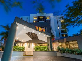 Brisbane Riverview Hotel at night