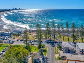 Bujerum Apartments & Burleigh Beach