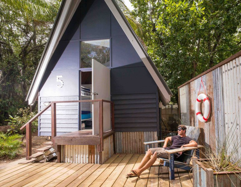 Bungalow accommodation to the budget backpacker traveler. On site bungalows and Koala Park