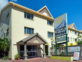 Burleigh motel clean comfortable beach location budget cheap