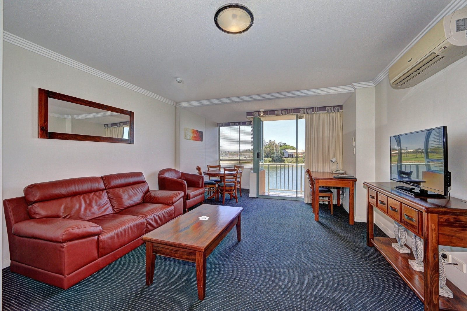 Burnett Riverside Hotel