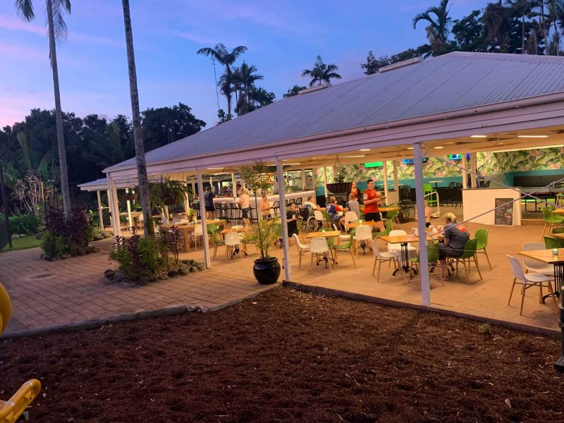 Poolside Bar & Dining