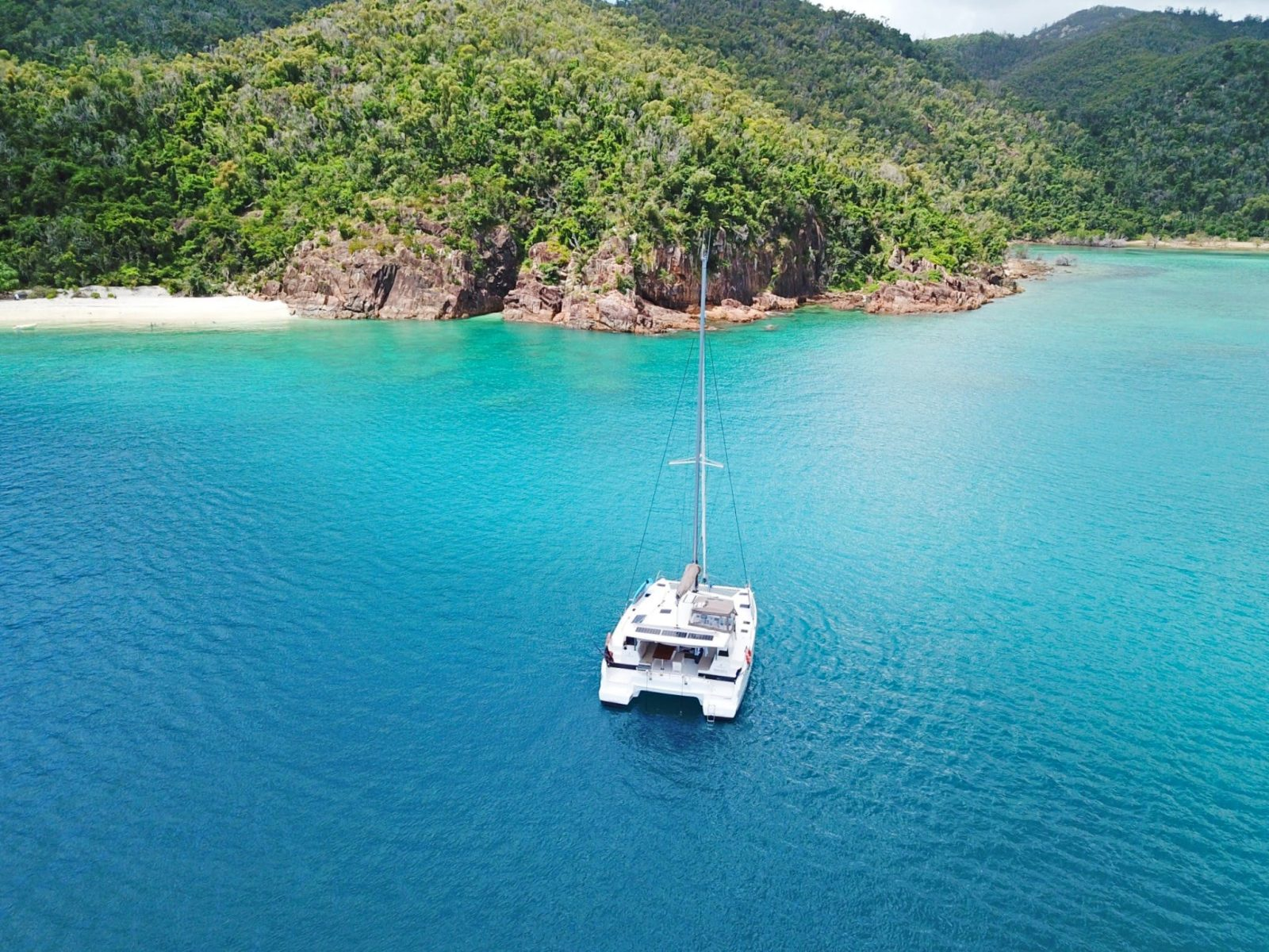 Charter Yachts Australia Sailing Catamaran in the Whitsundays