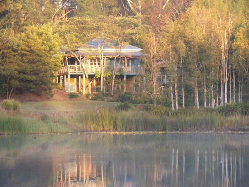 Gorgeous traditional Queenslander on the lake