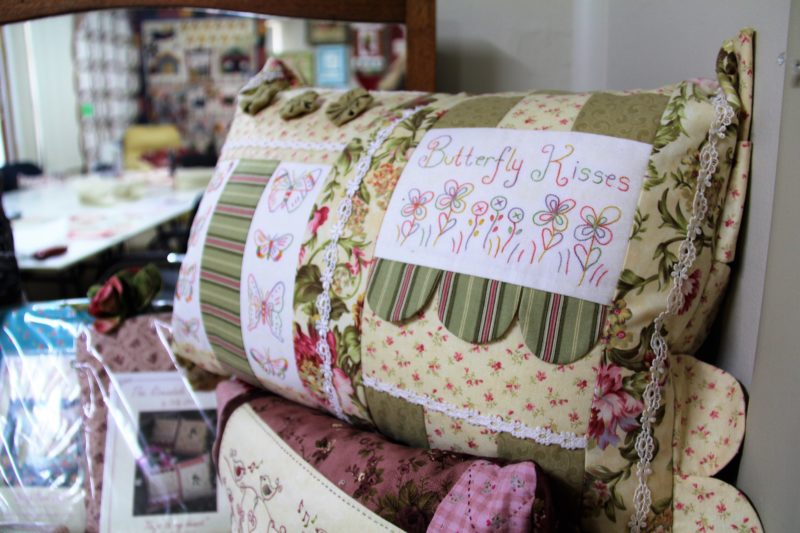 Country Quilt Co Pillow Case