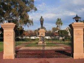 Dalby War Memorial and Gates
