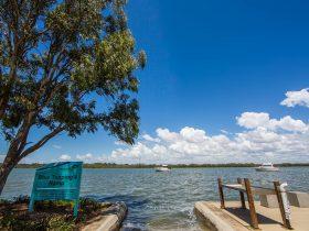 Dohles_Rocks-water-ocean-blues-toppings-ramp-murrumba-downs-moreton-bay-region
