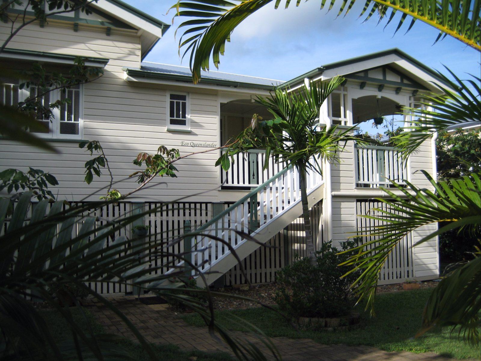 Eco Queenslander, Street view