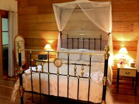 Oak Cottage Queen Brass Bed