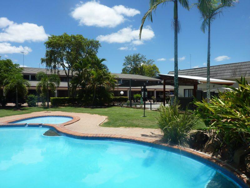 Large, kids wading pool, clean, refreshing, gardens, umbrellas, sun lounge, noodles