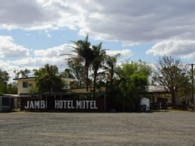Jambin Hotel Motel