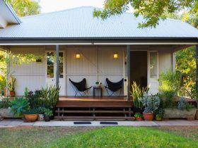Kenilworth Cottage is a workers cottage style cottage with 3 steps up to the front deck.