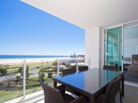 Kirra Surf Apartments Balcony