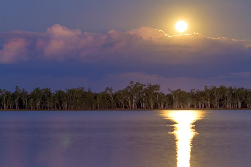 Sunrise over water, Lake Broadwater