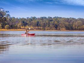 Lake_Kurwongbah_Kayak_paddle_craft_visit_moreton_bay_region