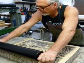 Theo Tremblay inking a lithographic stone