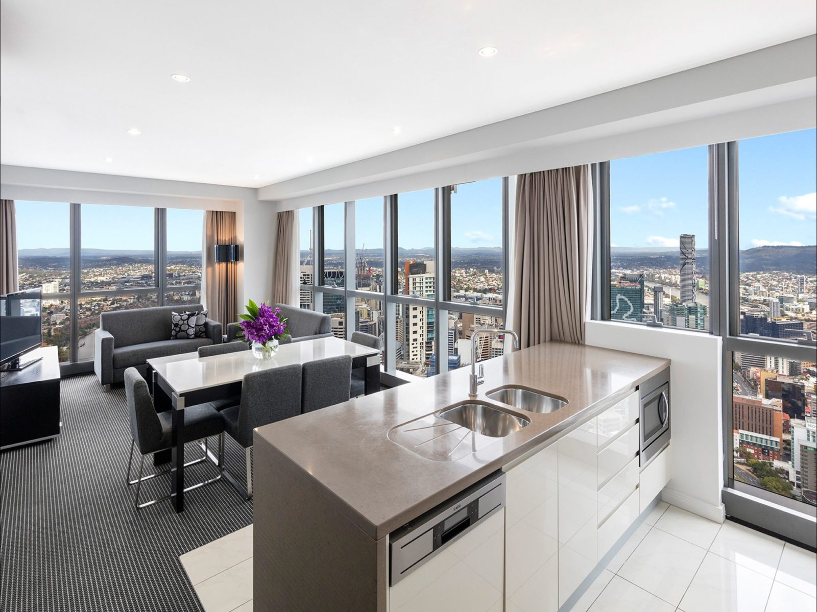 Altitude Suite Meriton Brisbane