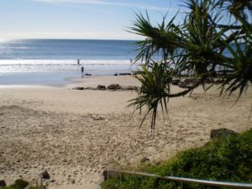 Mooloolaba Beach Holiday Park (Parkyn Parade) beach access