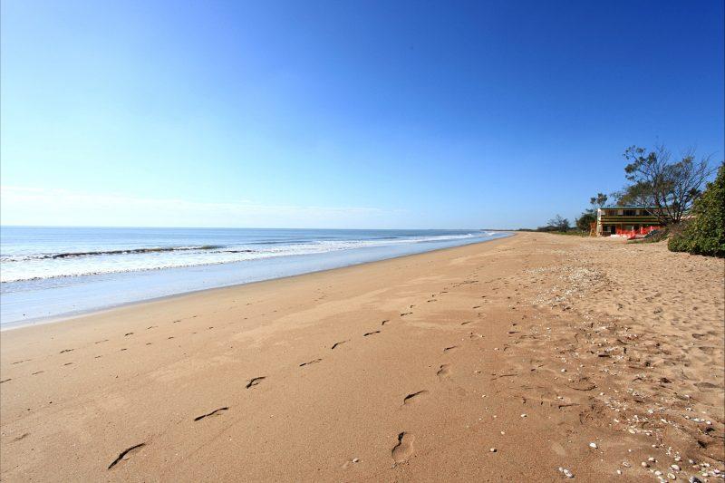 Moore Park Beach, 17km of sandy beach