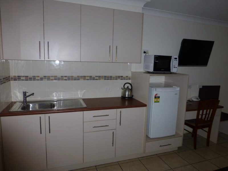 Clean affordable rooms close to local pubs and CBD