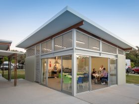 Mudjimba Beach Holiday Park - Camp Kitchen