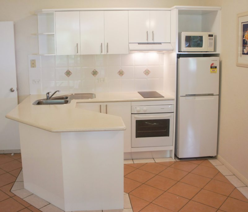 Palm Cove Tropic Apartments Kitchen One Bedroom Apartment Book Direct