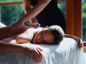 couples massage with two therapists with mobile massage Sunshine Coast and mobile beauty