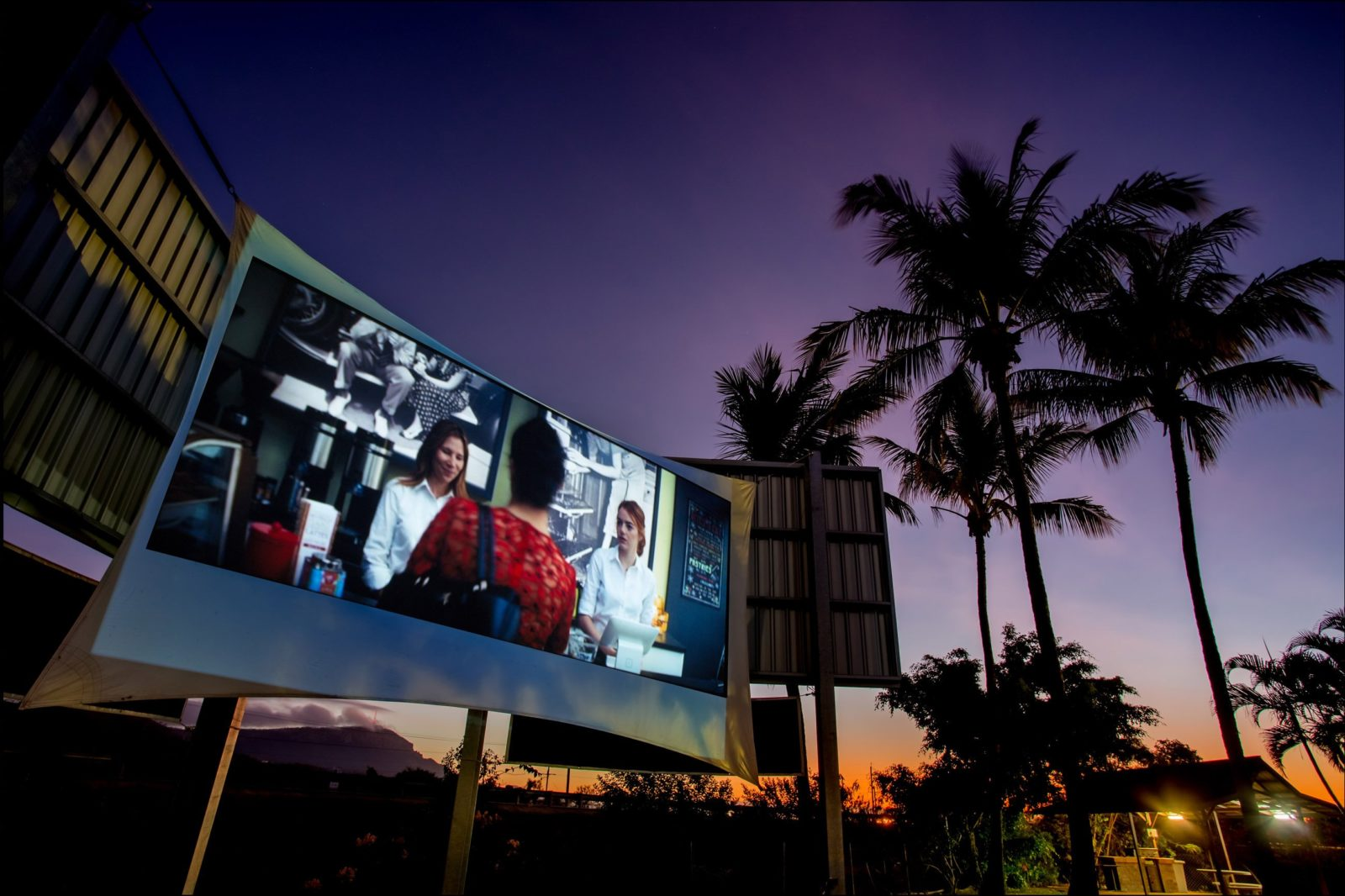 Secura Lifestyle Magnetic Gateway Screen Under the Stars