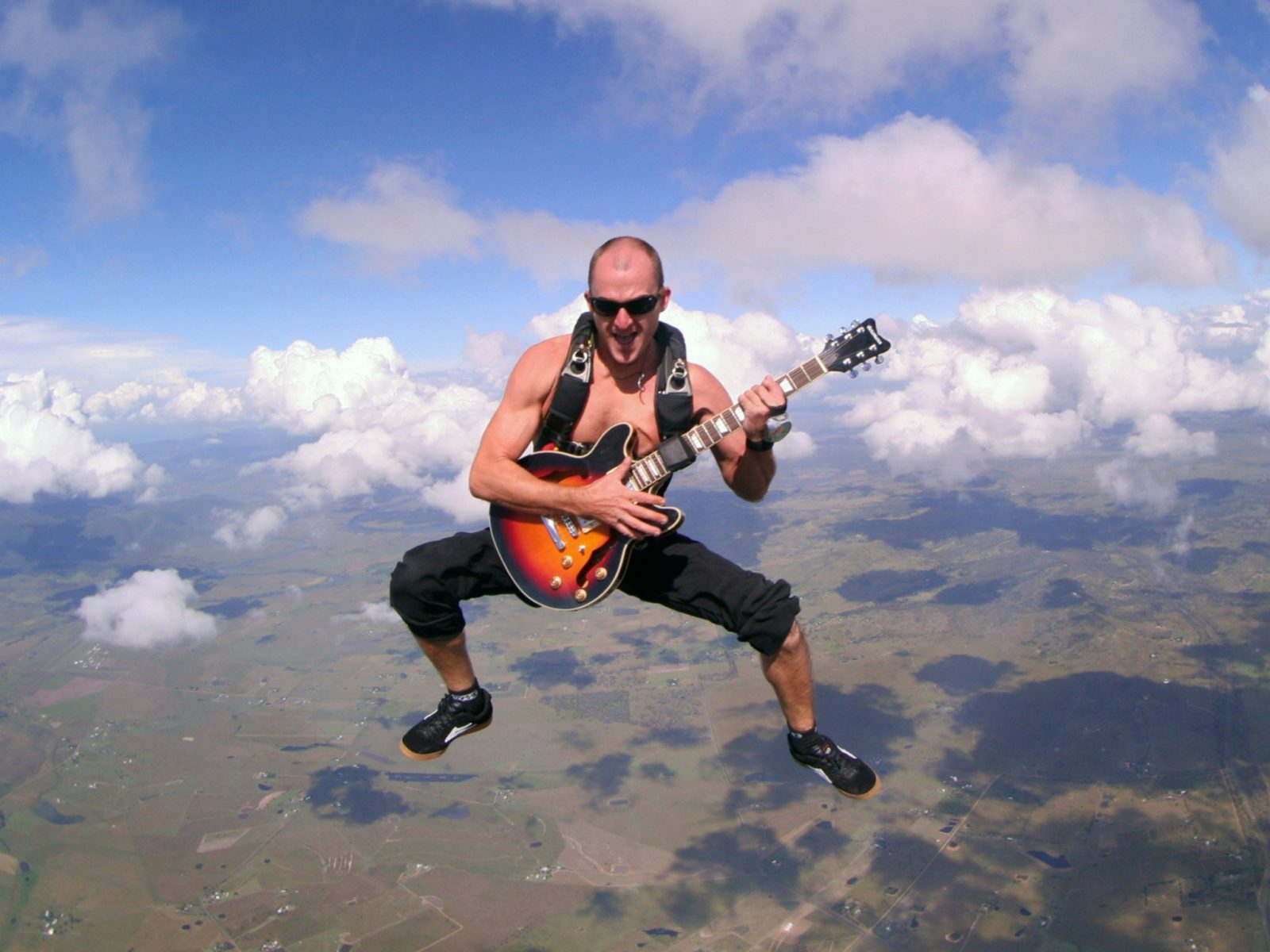 Justin Frame, guitar playing skydiver
