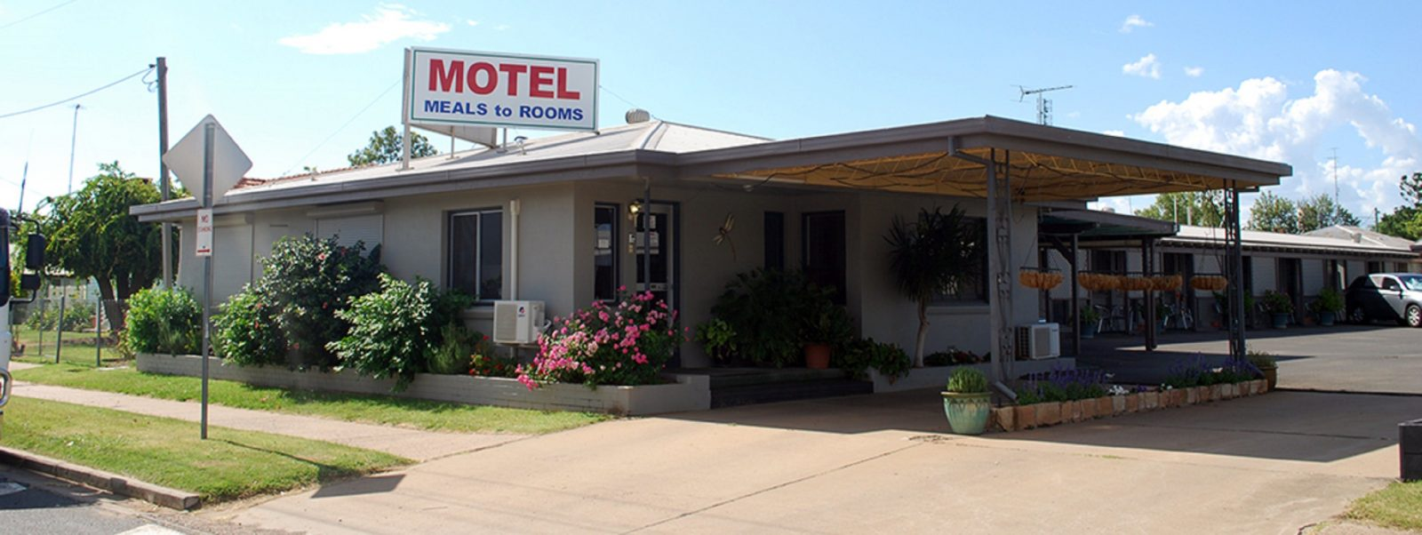 Welcome to Starline Motor Inn at Miles