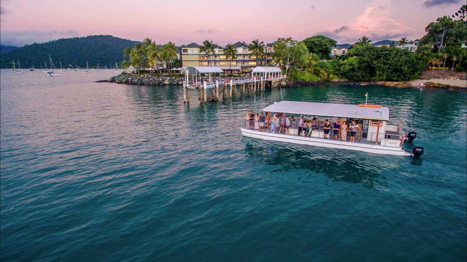 Sundowner Cruises Airlie Beach Whitsunday sunset cruise