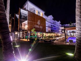 The Coral Sea Resort Hotel and The Rocks Restaurant, Bar and Pool Club at night
