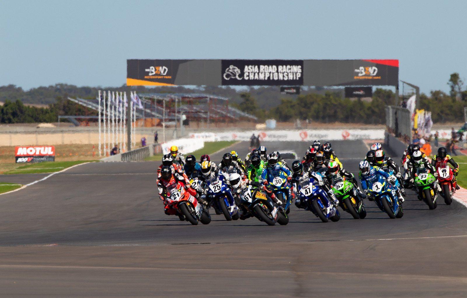 International MotoFest turn 1