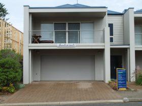 3 Tradewinds luxurious home built by Scott Salisbury, 150m to Horseshoe Bay