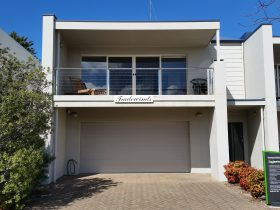 Tradewinds Port Elliot near Horseshoe Bay. Encounter Holiday Rentals