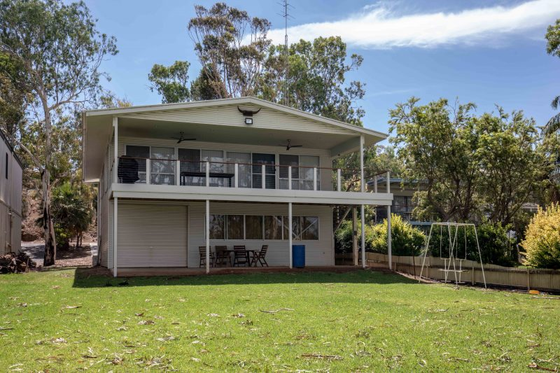 holiday home set on the banks of th murray river at Mannum