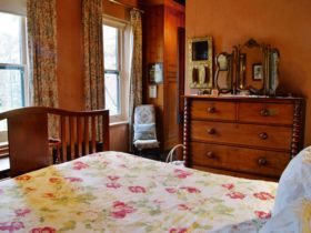 Paprika Cottage bedroom