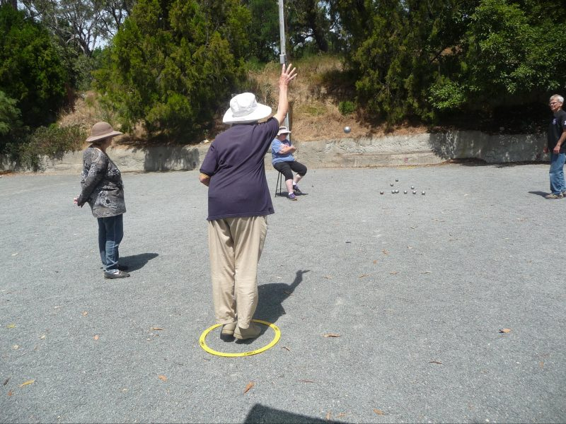 Throwing a boule
