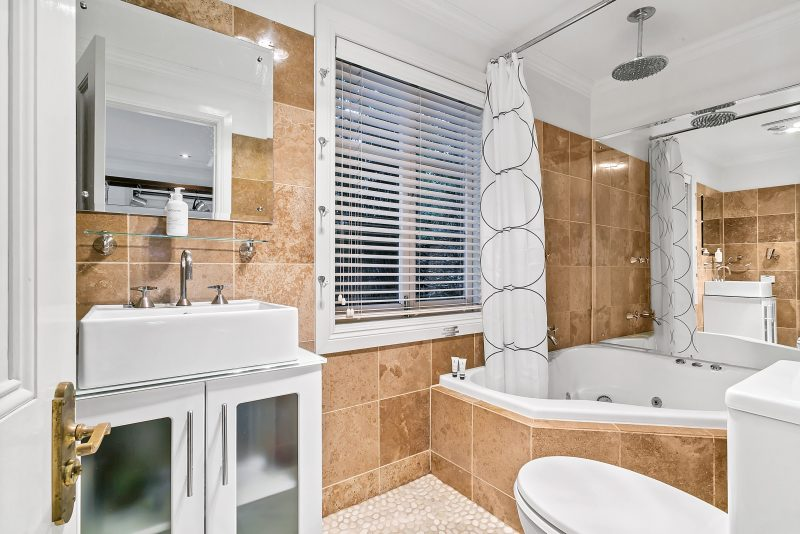 Equiped with a lovely spas bath and modern facilities this is perfect after a day of site seeing!