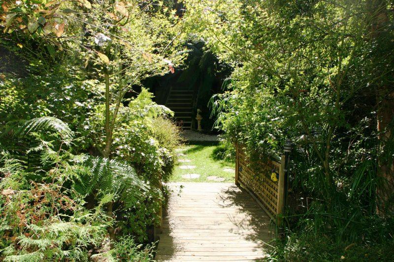 Rest & relax in lovely gardens