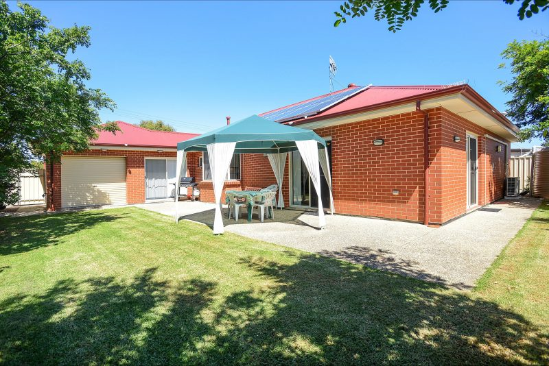 All Seasons' Port Elliot back yard with BBQ and outdoor setting