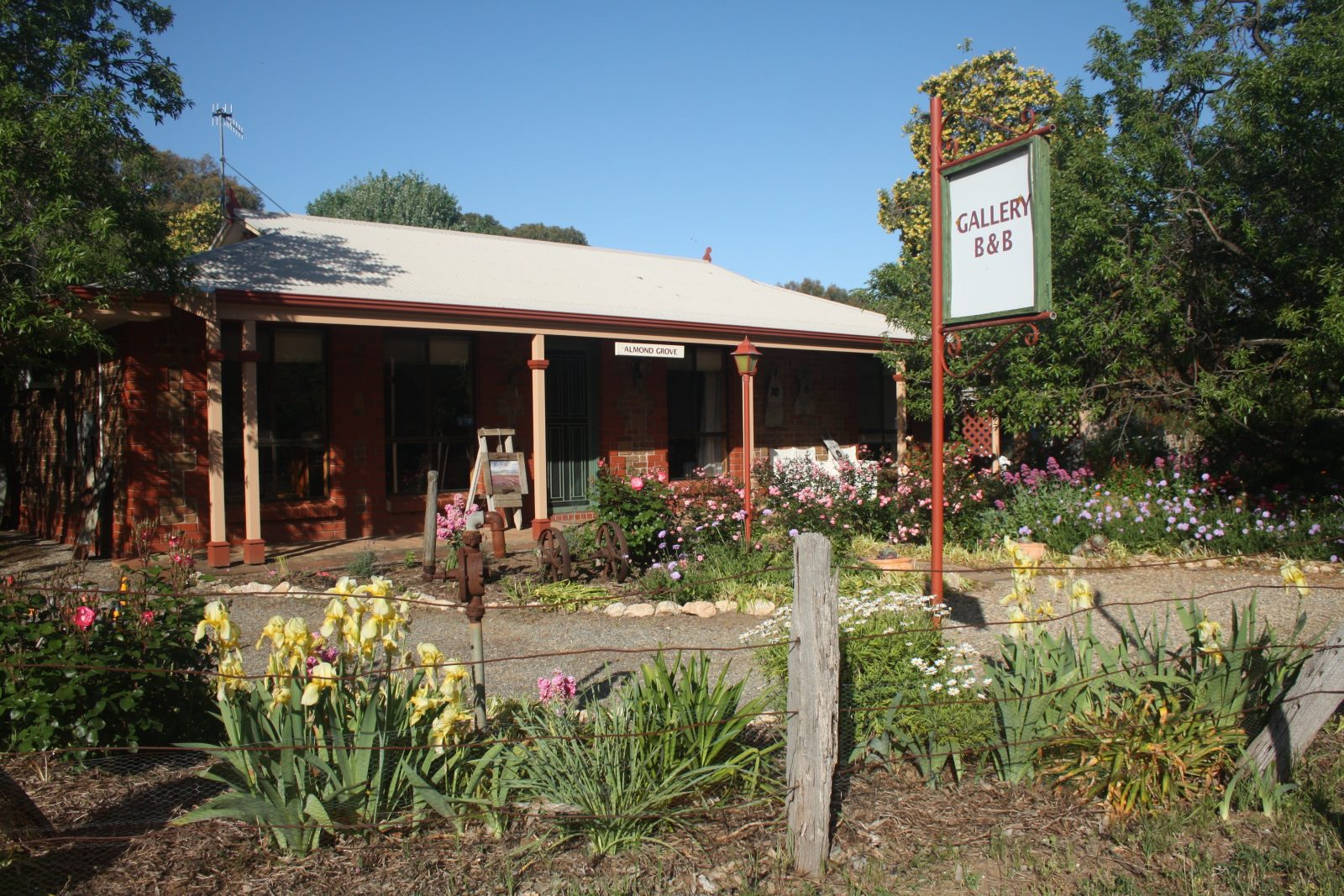 Welcome to Almond Grove B&B & Gallery