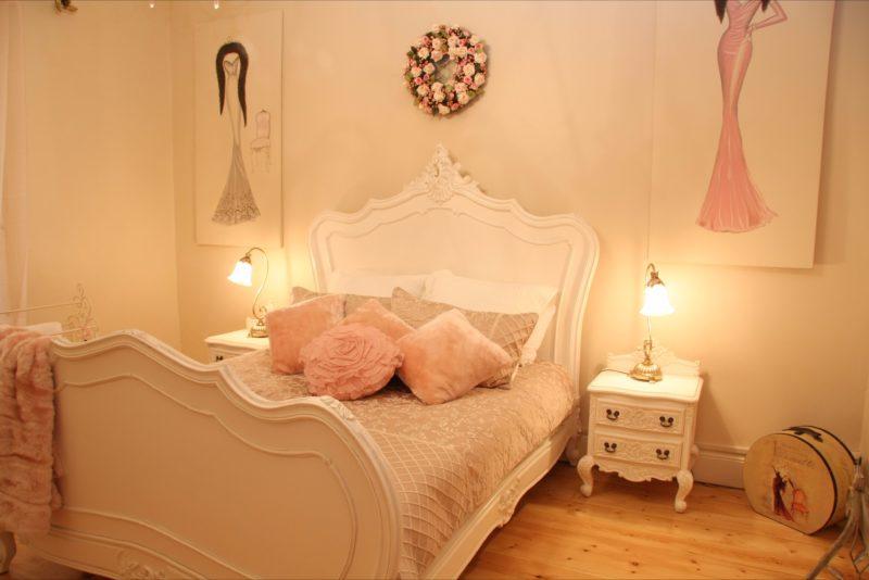 Azalea Cedar Rose - bedroom