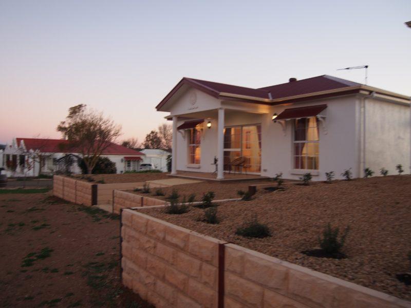 Beautiful cottage facing vineyards