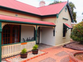 Beautiful Barossa Peppertree Cottage