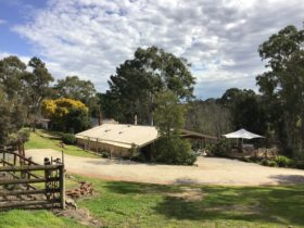 Holiday house in the Adelaide Hills Barrenjoey Hideaway