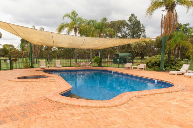 Big River Motor Inn - pool