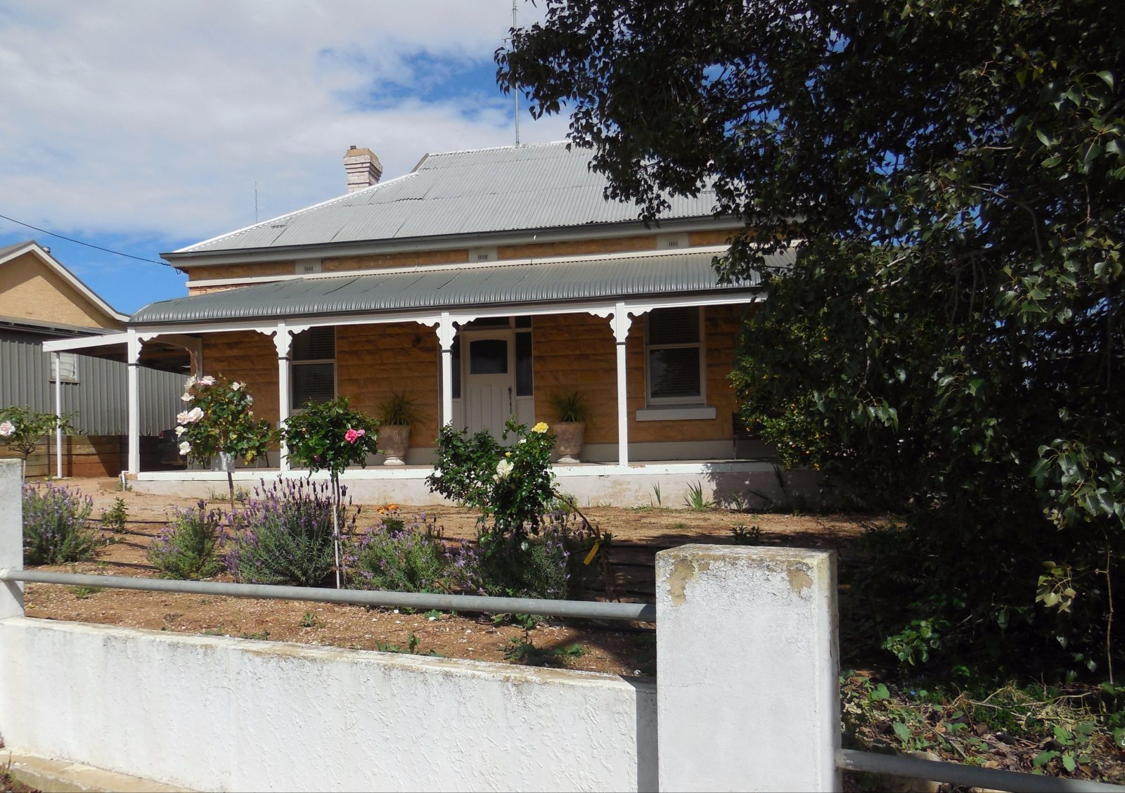 Original symmetrical cottage