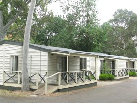 FREE WIFI This cabin is designed for those who want a bit more space & luxury. 3 separate bedrooms -